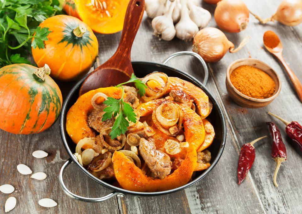 Presentación de un plato de Cordero de Navarra con calabaza